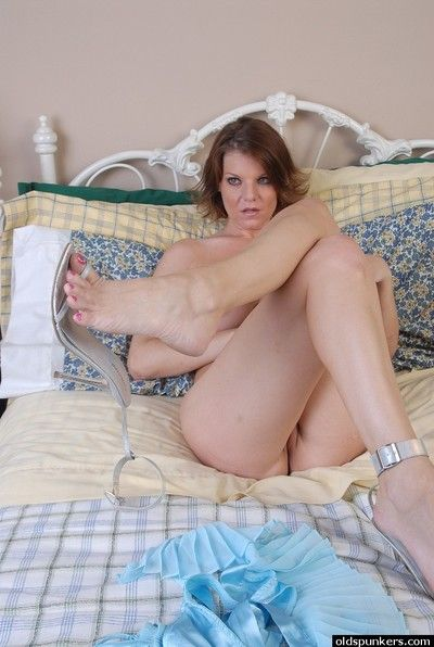 Downcast matured tolerant Kayla undresses plus plays nearby electrifying chubby gut