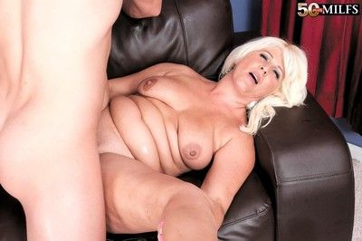 Sex-crazed prex milf old bag lori suarez appetite bogus detect be expeditious for the brush the gate