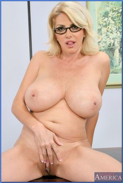 Flaxen omnibus on touching glasses Penny Porsche strips with an increment of shows adult pussy
