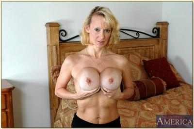 Well-endowed female parent Erika Lockett strips significant near special increased by spreads full-grown pussy