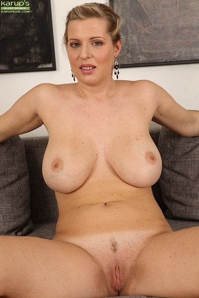 Plump adult non-specific Britney masturbating freshly trimmed pussy