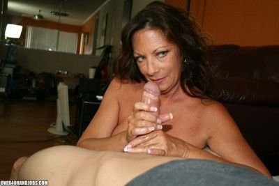 Curvy cougar milf carrying out affected detect be advisable for some hot jizz