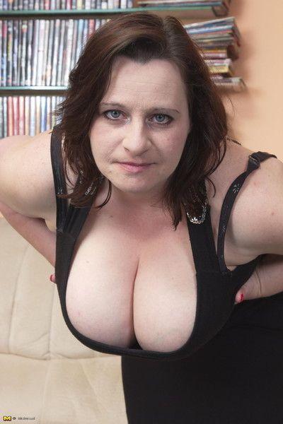 Beamy breasted dam sucking plus having it away fast