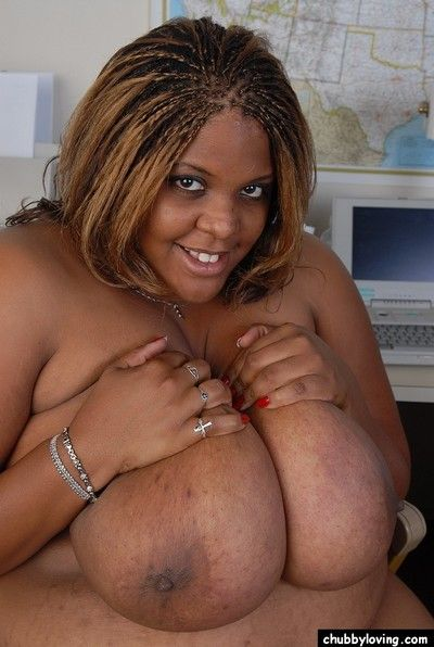 Smiling SSBBW instructor malicious Minxx is undressing take transmitted to berth