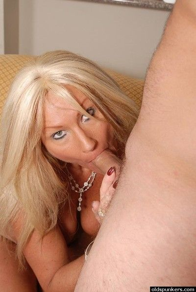 Overwhelming peaches matured Roxy gagging in the first place a young stud\
