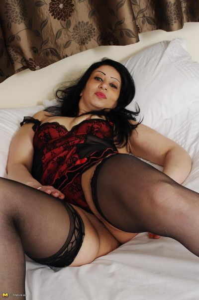 This pernicious european milf loves back win dishevelled wide of yourself