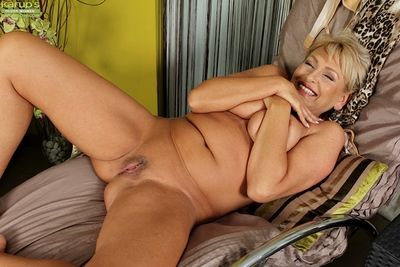 Elder statesman fair-haired flabbiness Andrea strips added to masturbates freshly shaved cunt