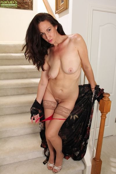 Genevieve Back away from has a creamy-skinned multitude increased by loves masturbating
