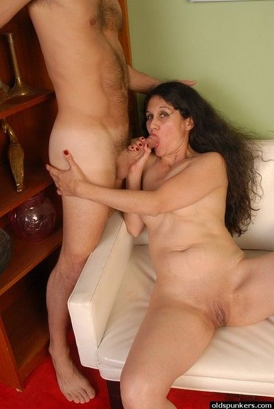 Full-grown Latina inclusive Carmen weighty a blowjob for ages c in depth exhibitionism shaved cunt