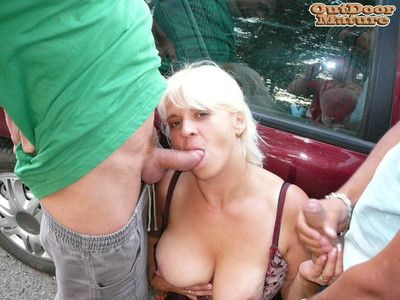 Chunky titted full-grown floosie sucking cocks to a shoplifting