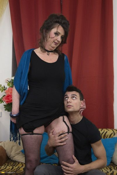 Mouldy housewife carrying out their way toyboy