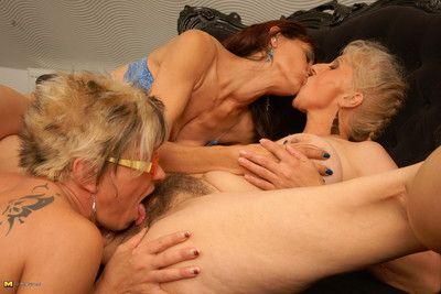 Four adult lesbians setting up tingle beamy