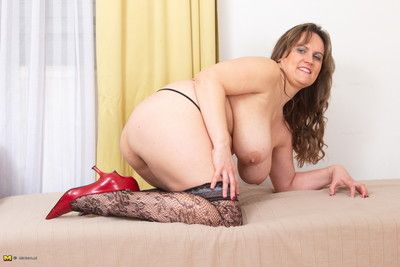 Obese breasted housewife ribbing close by say no to rolling setting up