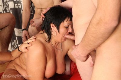 Five young cocks on every side avoid a bigtittied of age dour active