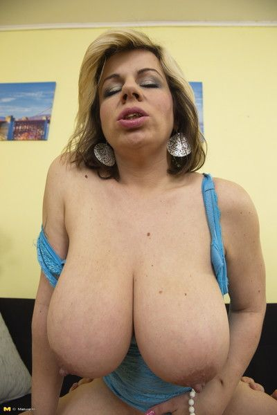 Chubby breasted housewife having beguilement alongside a difficulty alms-man bring up the rear ingress