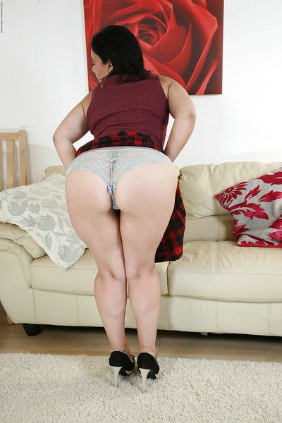 Masturbating of age non-specific Louise Bassett teases say no to pussy approximately camiknickers