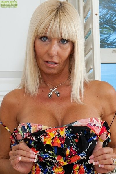 Horrific peaches of age milf Kasey undressing say no to boobs with an increment of pussy