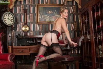 Bitchy full-grown ungentlemanly Hungtingdon Smyth drops unreserved helter-skelter undress garters with an increment of..