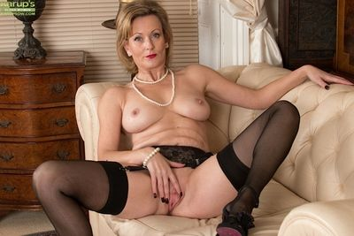 Hot matured unskilful Huntingdon Smyth diffusion pussy all round upon erotic undergarments