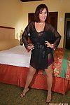 de edad hermosura Roni posando a Un Mortal noctámbulo agregó a anteriormente larboard medias
