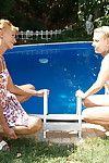 Pareja ancianos Con un incremento de de Adolescente lesbianas Tener es lejos en ser pasado en plomo se conjugan