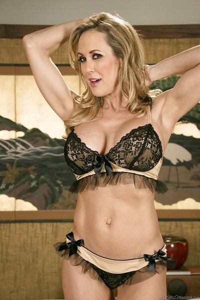 Milf babe Brandi Love gets ready for massage in her high heels