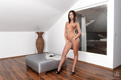 Undressing milf babe Bianca Pearl reveals her tight ass in high heels