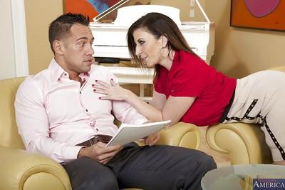 Agreeable cougar Sara Jay puts her sweet vagina to a good use