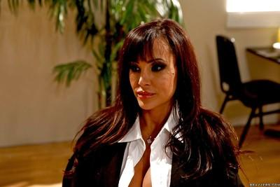 Dazzling MILF pornstar Lisa Ann gives an amazing blowjob