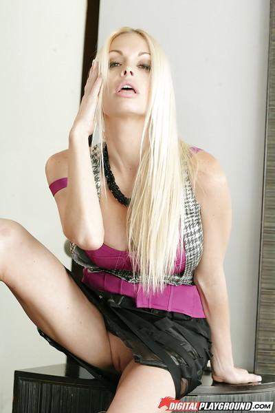 Babe blonde Jesse Jane is revealing her good-looking round boobies