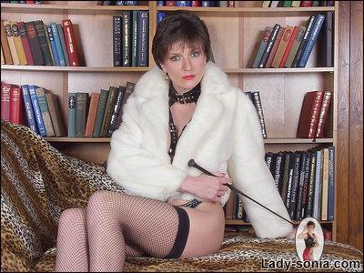 Sultry MILF in hot fetish outfit exposing her boobies and fanny