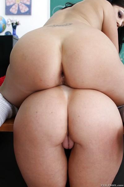 Horny anal sluts Darla Crane & Britney Stevens sharing a big black dick