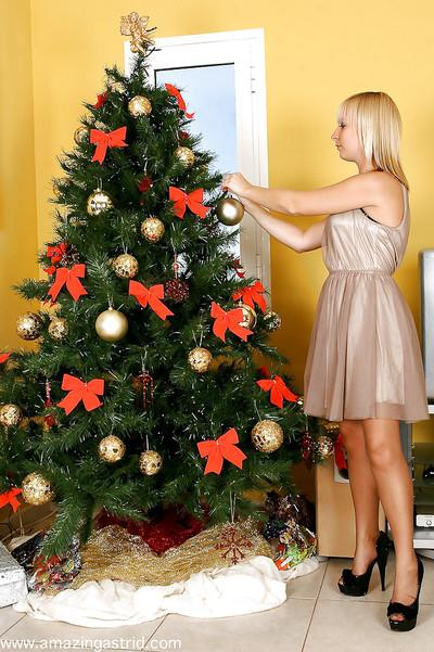 Wooing blonde MILF in nylons undressing by the Christmas tree