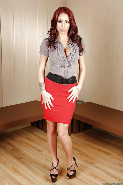 redhead mommy Monique Alexander shows how hot her juicy ass is