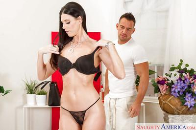 Randy MILF India Summer enjoys an erotic oil massage before a wedding