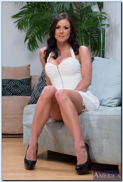 Kicky MILF Kendra Lust stripping and demonstrating her wooing curves