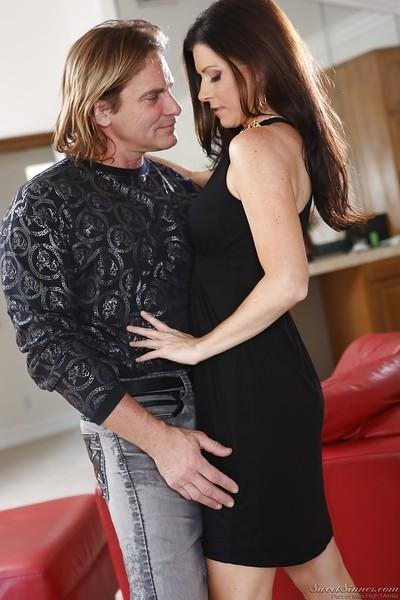 Adorable MILF with hot ass India Summer making out with a horny guy