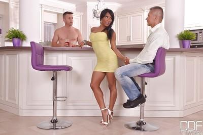 Ebony milf Kiki Minaj dose an amazing blowjob while in a threesome
