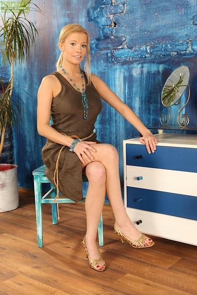 Pretty blonde MILF Bella Karina stripping for hot nude photos