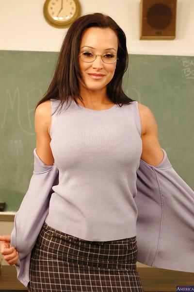 Milf teacher Lisa Ann undresses her tight panties in glasses