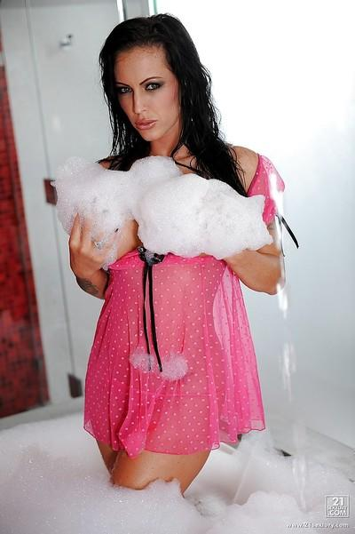Unbelievable Latina milf pornstar Jenna Presley frolics in the bath.