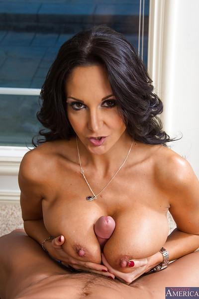 Self-possessed girlfriend Ava Addams eats gorgeous beaver-cleaver