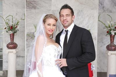 Stunning wedding MILFs Julia and Nicole are sucking one beautiful cock