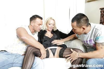 Blonde MILF pornstar Sarah Simon taking rough double penetration