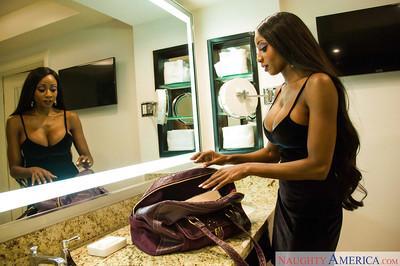 Big boobed ebony MILF Diamond Jackson stripping nude in change room