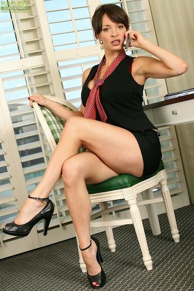 Leggy mom Harley Davis flashing panties underneath little black dress
