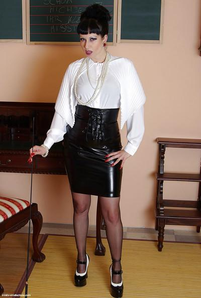 Mature fetish babe taking off her latex skirt and exposing her fanny