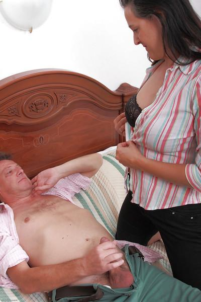 Chubby mature babe Suzanne getting her hairy pussy stuffed by her hubby