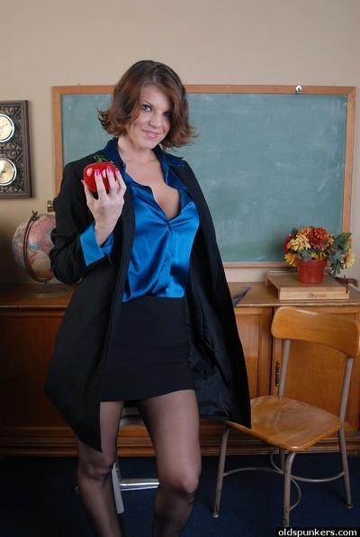 Busty older chick Kayla in nylons spreading her twat in classroom