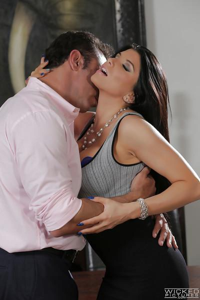 Busty pornstar Romi Rain has her MILF licked and takes cumshot on big juggs